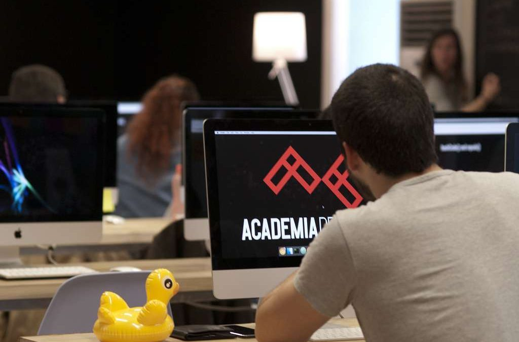 Ministra da Presidência e da Modernização Administrativa visita Bootcamp Academia de Código no Fundão esta sexta-feira